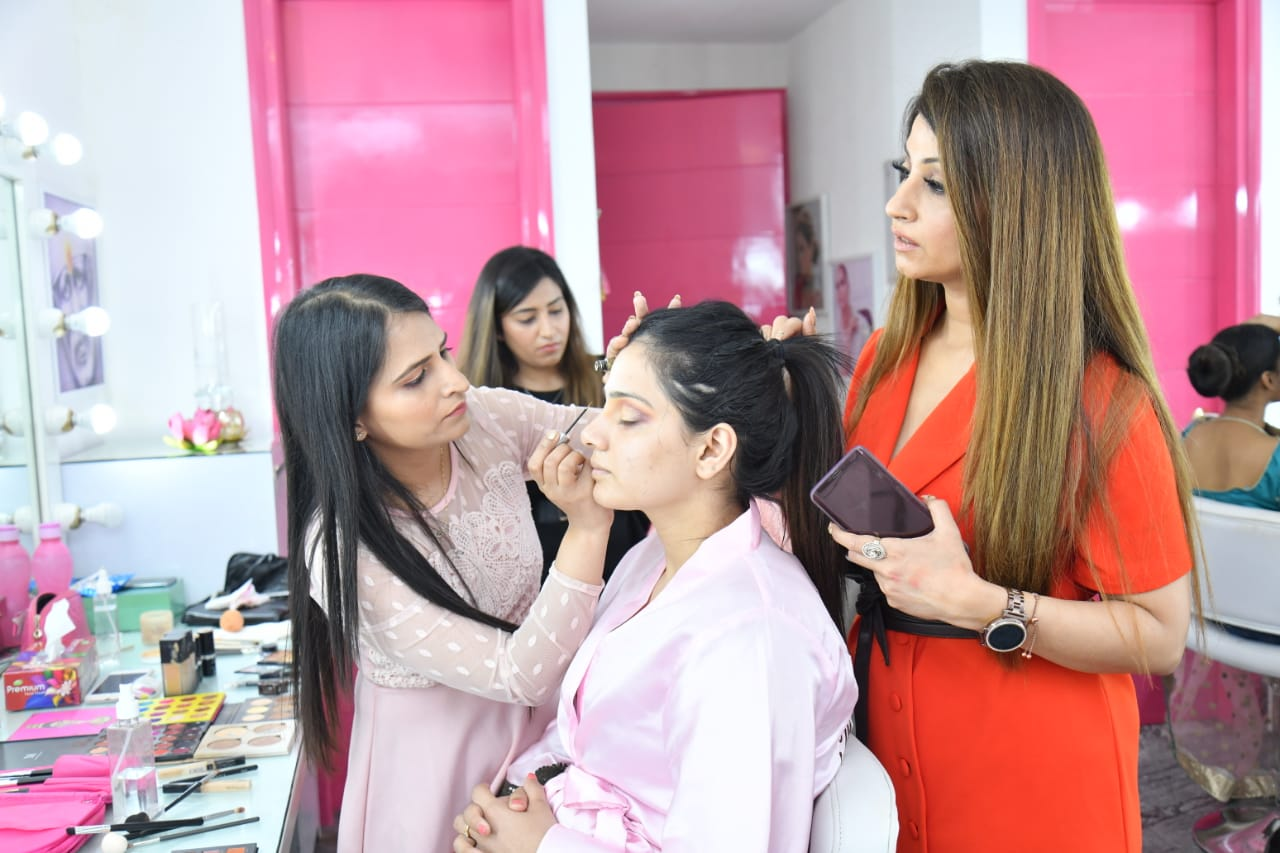 makeup artist course in delhi, makeup academy in delhi, makeup course delhi, makeup artist course in gurgaon, professional makeup artist course in delhi, best makeup academy in gurgaon
