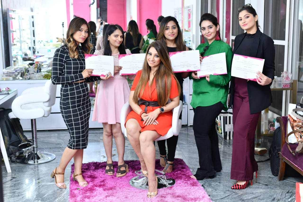 best make, up academy in Gurgaonmakeup artist course in delhi, makeup academy in delhi, makeup course delhi, makeup artist course in gurgaon, professional makeup artist course in delhi